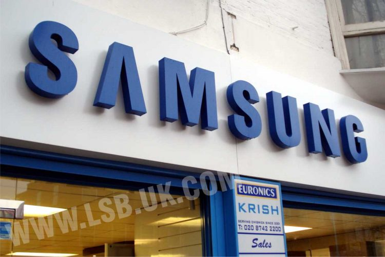 halo effect illuminated blue aluminium 3d letters samsung sign